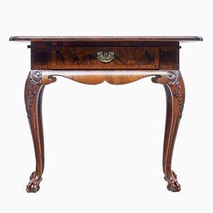 Tavolino antico in legno di noce intagliato, Danimarca