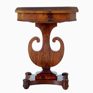 Mesa de costura antigua en forma de lira de caoba