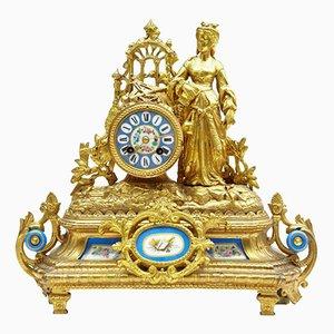 Vergoldete französische Kaminuhr mit kleinen Sevres-Schildern, 19. Jh.