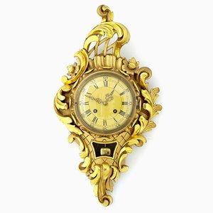 Reloj de pared sueco Mid-Century de madera tallada dorada de Westerstrand, años 50