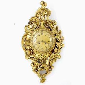 Reloj de pared sueco estilo antiguo de madera dorada tallada de Westerstrand, años 50