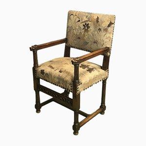Antiker Armlehnstuhl aus Nussholz im gothischen Stil