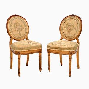 Sillas auxiliares francesas antiguas de madera dorada. Juego de 2