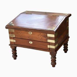 Niedriger antiker Schreibtisch mit gedrehten Beinen