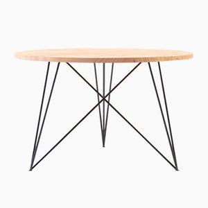 Tavolo piccolo rotondo in quercia e acciaio di Philipp Roessler per NUTSANDWOODS