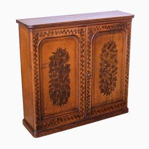 Antiker kleiner viktorianischer Schrank mit handbemalten Verzierungen