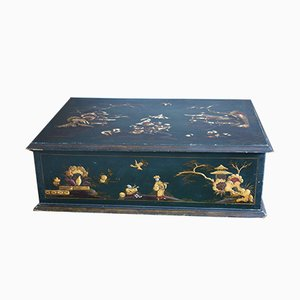 Grün lackierte Kiste mit Motiven im Chinoiserie-Stil, frühes 19. Jh.