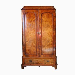 Antiker viktorianischer Kleiderschrank aus Nussholz und Pergament