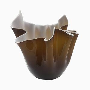 Vase en Forme de Mouchoir Marron & Blanc par Fulvio Bianconi pour Venini, 1994