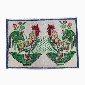 Alfombra pequeña con diseño de gallos, años 70