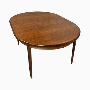 Ovaler ausziehbarer Esstisch aus Teak von Victor Wilkins für G-Plan, 1970er