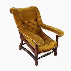 Offener antiker Sessel mit genieteter Rükenlehne