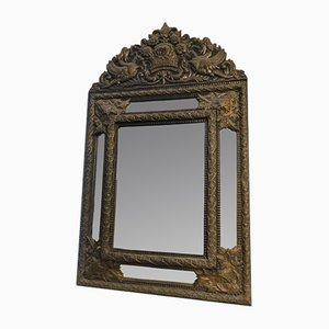 Espejo antiguo con relieve