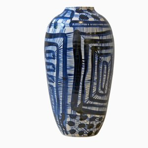 Vaso Fever in porcellana blu e bianca di Gur Inbar