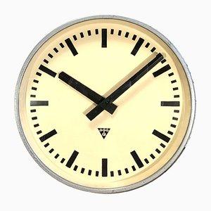 Reloj industrial grande gris de Pragotron, años 60