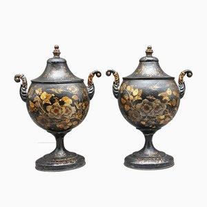 Urnas antiguas decoradas de castaño, década de 1820. Juego de 2