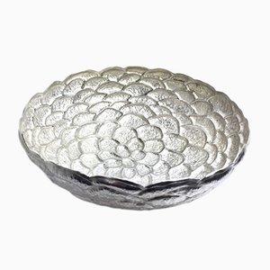 Silberne Schale in Tannenzapfen-Optik von Katie Watson