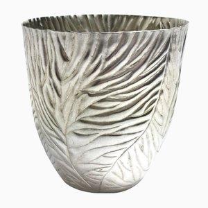Silberne Schale mit Blatt-Muster von Katie Watson