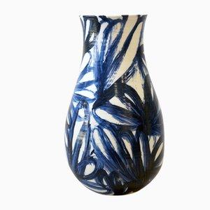 Blau-weiße Kaiko Porzellanvase von Gur Inbar