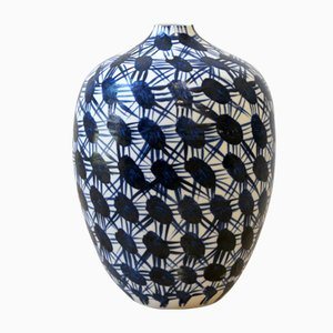 Vaso Fever in porcellana bianca e blu di Gur Inbar
