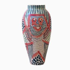 Yala Porzellanvase mit Menschenaffen-Motiv von Gur Inbar