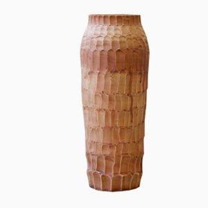 Jarrón Shi de porcelana marrón de Gur Inbar