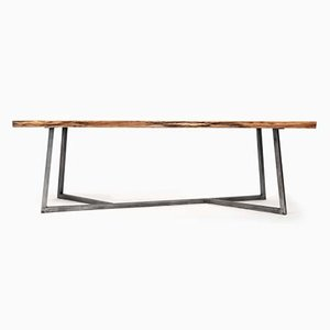 Tavolo in acciaio e quercia di Philipp Roessler per NUTSANDWOODS