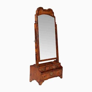 Espejo de nudo de nogal, siglo XVIII, década de 1710