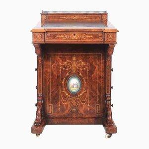 Scrivania piccola in legno di noce intarsiato, fine XIX secolo