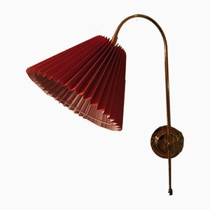 Verstellbare dänische Mid-Century Wandlampe aus Messing