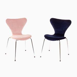 Sedie nr. 3107 vintage in velluto rosa e blu di Arne Jacobsen per Fritz Hansen, set di 2