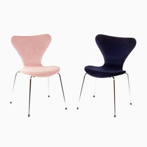 Vintage Dark Blue and Nude Pink Velvet 3107 Chairs by Arne Jacobsen for Fritz Hansen, Set of 2