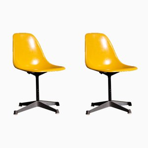 Sedie vintage gialle di Charles & Ray Eames per Herman Miller, set di 2