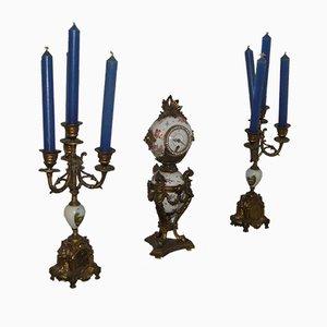 Set de 2 Bougeoirs et 1 Horloge Louis XV Antiques