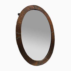 Antiker ovaler Arts & Crafts Spiegel aus gehämmertem Kupfer