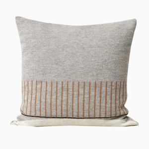 Kissen mit Aymara-Muster in Grau von Form & Refine