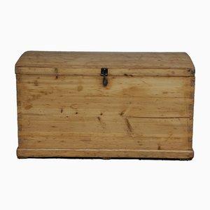 Baule antico in legno di conifera