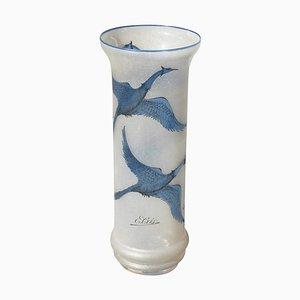 Jarrón vintage de vidrio arenado con cisnes grabados de E. Cris, años 70