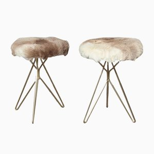 Taburetes geométricos de piel de reno y latón, años 50. Juego de 2