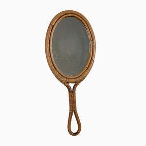 Espejo de mano italiano vintage de ratán, años 60