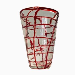Vaso in vetro di Murano con decorazione rossa di Carlo Moretti, anni '70