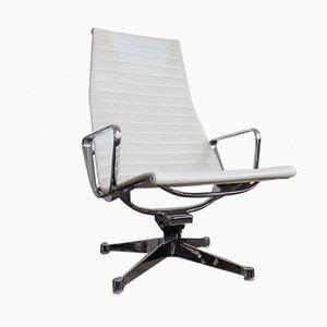 Vintage EA124 Sessel von Charles & Ray Eames für Herman Miller
