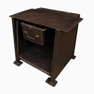 Banco de trabajo industrial pequeño de metal con un cajón, años 50