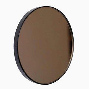 Specchio piccolo Tinted Orbis rotondo in bronzo con cornice nera di Alguacil & Perkoff Ltd