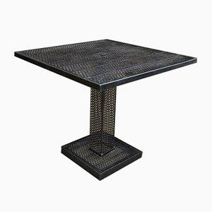 Mesa de jardín cuadrada de metal perforado de René Malaval, años 60