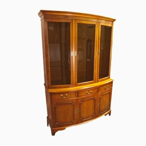 Walnut 3-Door Bookcase with Curved Front, años 60