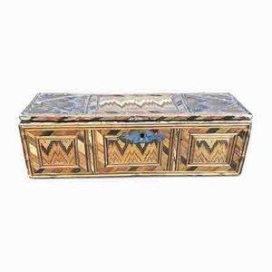 Antike Schachtel aus geflochtenem Stroh