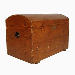 Arca antigua de madera maciza