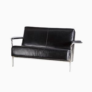 Sofá de dos plazas de cuero negro con marco de cromo, años 70