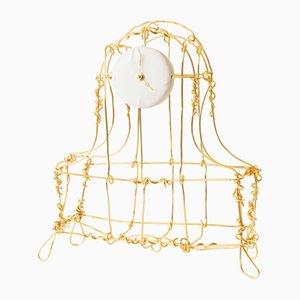 Reloj de repisa Floating Frame de metal chapado en oro de 24 quilates de Kiki Van Eijk & Joost Van Bleiswijk